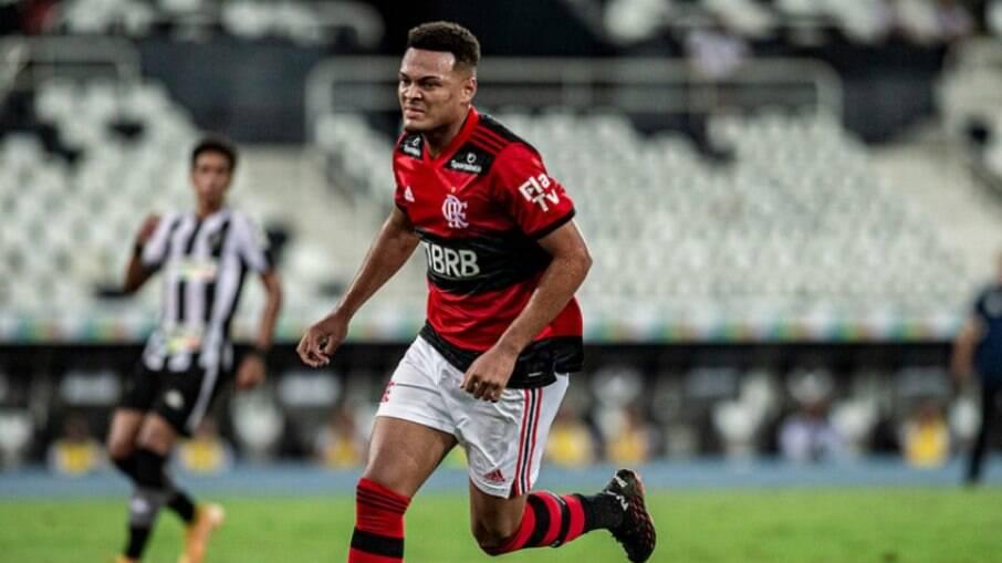 Flamengo analisa propostas por Rodrigo Muniz