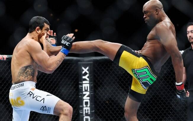 Em fevereiro de 2011, Anderson Silva deu o  lendário chute frontal para nocautear Vitor  Belfort no 1º round da