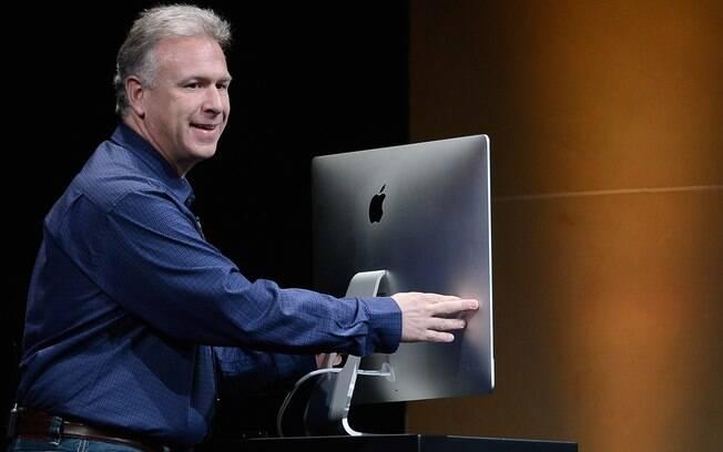 Phil Schiller, da Apple, mostra novo iMac tem tela com espessura de 5 milímetros nas laterais