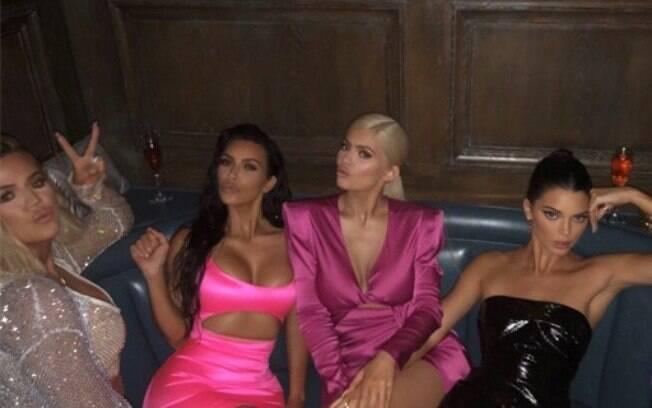 Khloé, Kim, Kylie, e Kendall comemorando os 21 anos da caçula Kylie Jenner de maneira sexy e ousada