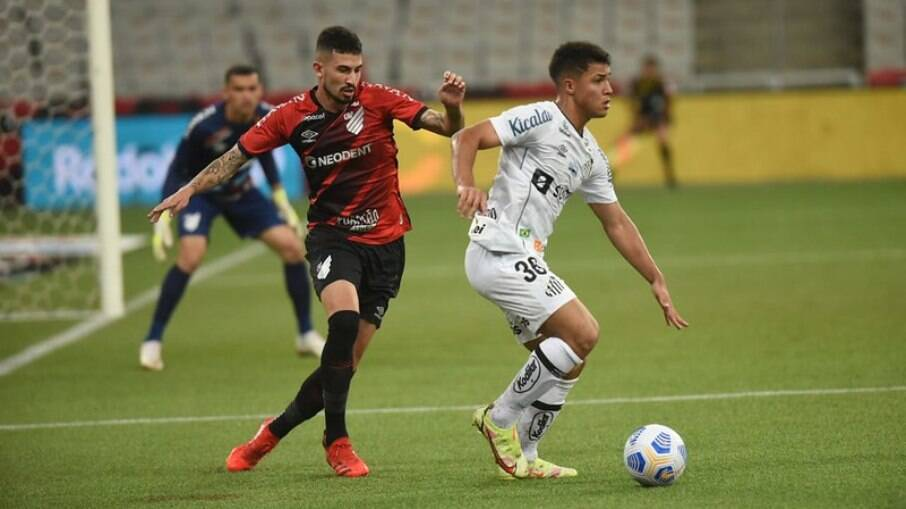 Santos e Furacão se enfrentam na Vila Belmiro