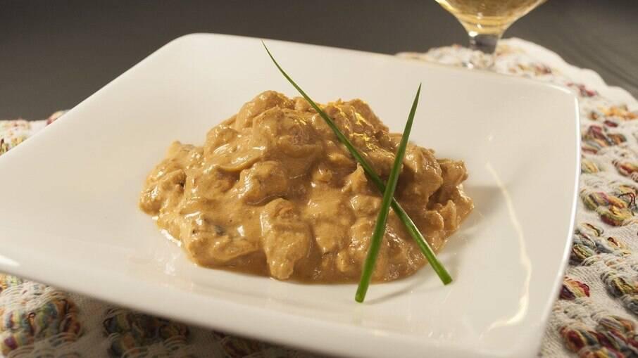 Strogonoff de carne de soja com champignon