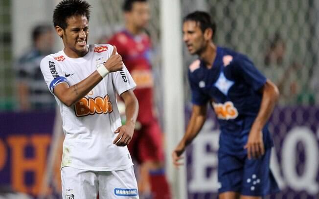 Neymar comemora gol diante do Cruzeiro pelo  Brasileirão