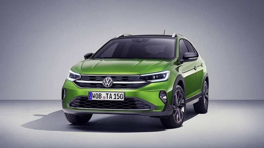 VW Taigo vem com fillede de LED na grade dianteira entre as diferenças em relação ao Nivus brasileiro