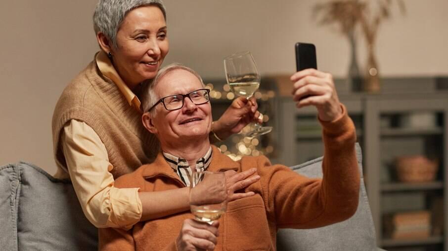 O que você precisa saber para ter um relacionamento virtual seguro e saudável