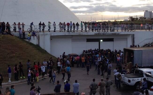Cerimônia acontece no Palácio da Música, um dos teatros do Centro Cultural Oscar Niemeyer, em GoiâniaVelório. Foto: Clenon Ferreira/especial para o iG