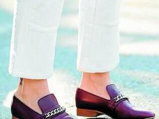 Loafer com ferragem garante um visual elegantérrimo e confortável ao mesmo tempo