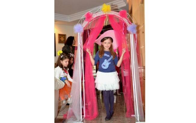 ...e a diversão acontece em uma passarela dentro do salão de festas, com produção especial para a ocasião