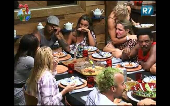 Peões se emocionam durante o jantar