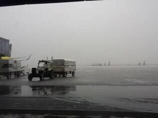 Chuva provocou o fechamento da pista para pousos por duas vezes durante a manhã e início da tarde desta sexta-feira em Confins.