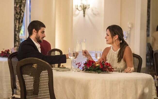 Adriana Esteves e Chay Suede tem ótima parceria em