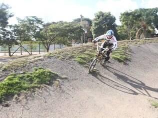 Falta de reforma em pista de bicicross de Betim impede atletas de treinarem em alto nível