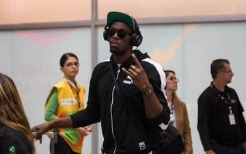 Um dos maiores astros dos Jogos, Usain Bolt desembarca no Rio de Janeiro