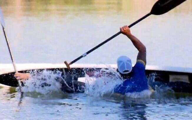 Galvão Bueno e Isaquias Queiroz caem na água