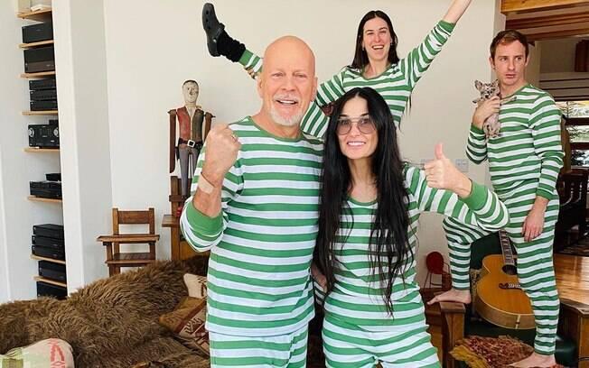 Bruce Willis, Demi Moore com a filha Scout e o genro Dillon, namorado da outra filha do casal