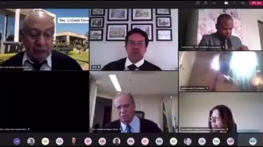 Advogado aparece nu em sessão virtual do Tribunal de Justiça do DF; assista