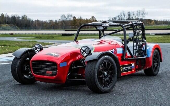 Shortcut DK Racing vem com motor do Lada Granta, capaz de gerar 197 cv, potência para ir de 0 a 100 km/h em 4,7 s