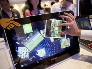 Patente da Apple que inclui movimento de pinça para zoom é rejeitada nos EUA