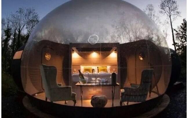 Os hotéis bolha permitem ver paisagens como elefantes, vinhedos e luzes do norte