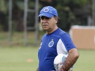 Marcelo mantém dúvida sobre titularidade no ataque: Anselmo Ramon ou Vinícius Araújo