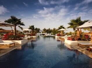 Uma das piscinas do hotel St. Regis, em Punta Mita, um dos mais luxuosos da Riviera Nayarit