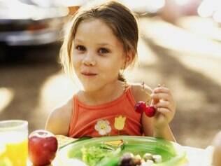 O ideal é habituar o seu filho a uma alimentação saudável, sem que ele sofra