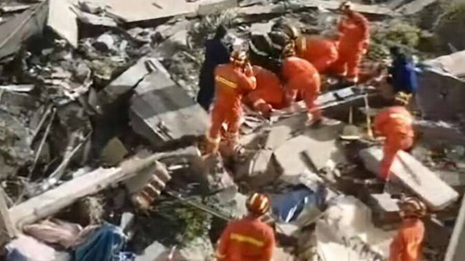 Hotel desabou nesta segunda-feira (12) no leste da China