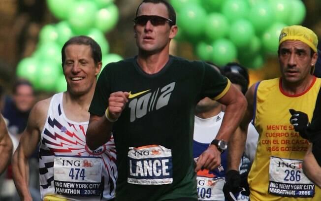 Durante a pausa na carreira, Lance disputou a  maratona de Nova York, em 2006