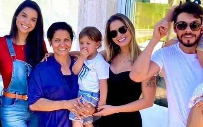 Andressa Suita com a família