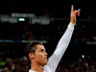Cristiano apresenta a chuteira de ouro, mais um prêmio que faturou em sua carreira