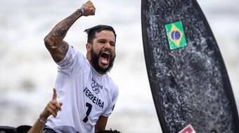 Campeão olímpico, Ítalo Ferreira flerta com ex-BBB Juliette