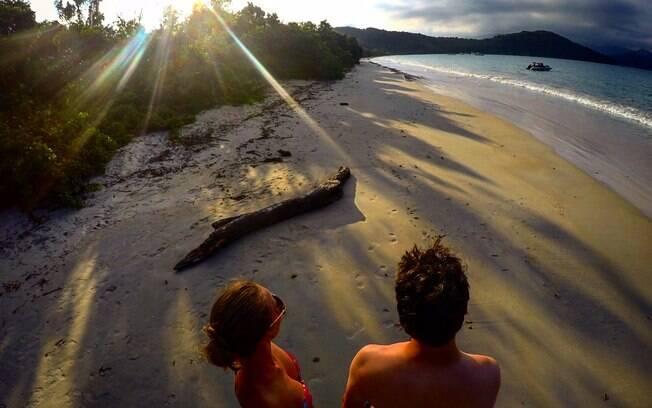 Fernando e Gisella na Praia Grande, na Ilha Anchieta