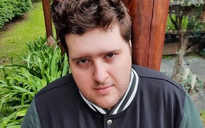 Felipe Hintze curte dias de lazer e descanso no Carballo Hotel & SPA