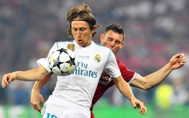 Modric renova por mais uma temporada