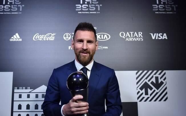 Messi leva o prêmio