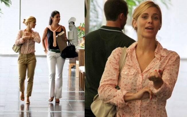 Carolina Dieckmann também aproveitou essa quinta-feira (22) para passear no shopping