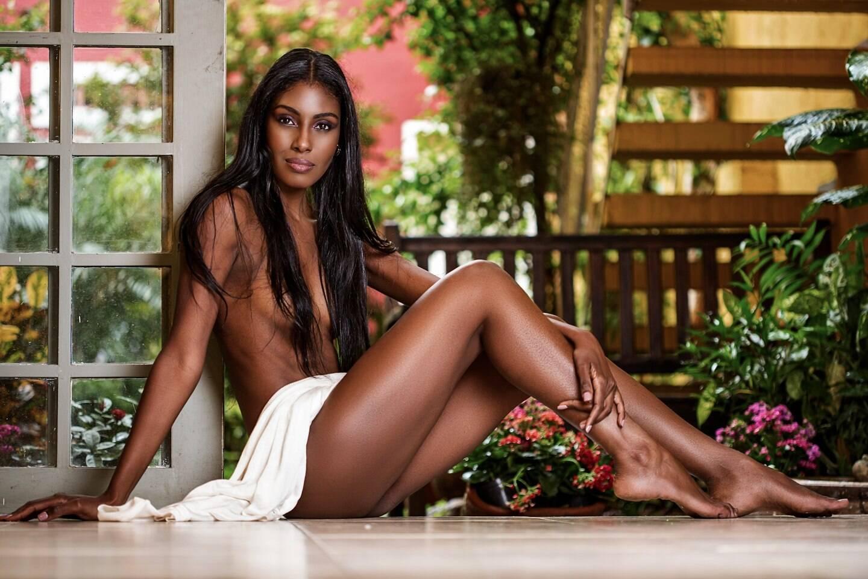 Resultado de imagem para mulheres negras lindas em pose sensuais