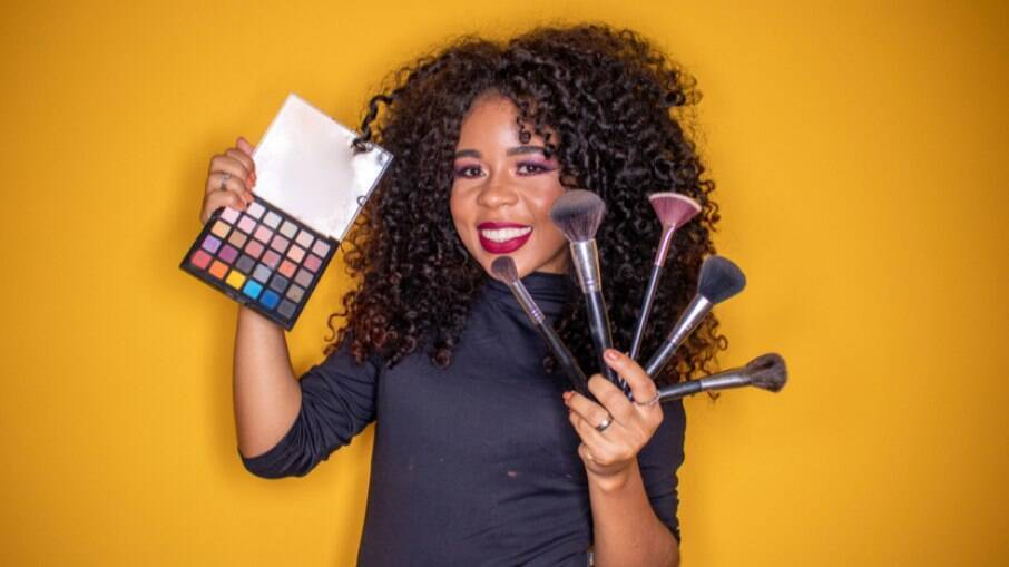 As loucas por maquiagens vão encontrar descontos especiais até o fim do mês em lojas como Avon