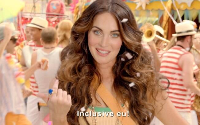 Megan Fox no screen shot do comercial da Brahma