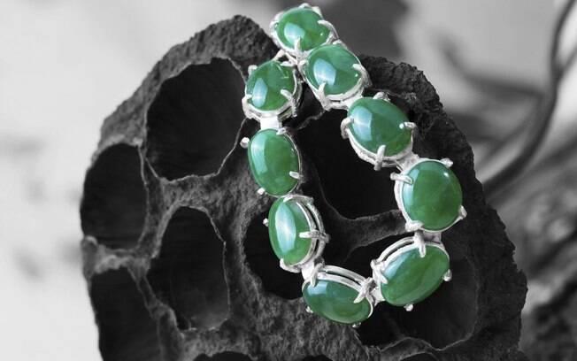 Bracelete de jade: pureza, cor e tamanho determinam o valor de mercado da gema. Foto: Thinkstock