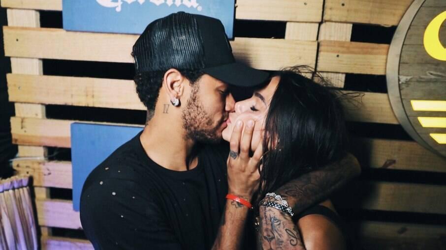 Bruna Marquezine e Neymar reataram o romance e assumiram para quem quisesse ver em festa de fim de ano