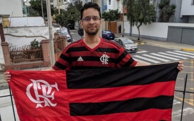 Torcedor do Flamengo viajou para Lima somente com bilhete de ida e ganhou a volta de patrocinadora do clube