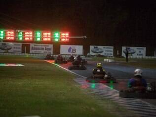 Pilotos têm mostrado muita habilidade e perícia no Kartódromo Internacional de Betim