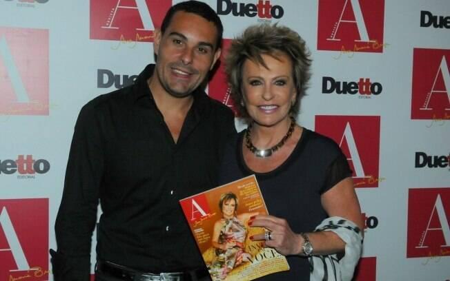 Marcelo Frisoni acompanhou a mulher,  Ana Maria Braga, no lançamento de sua revista