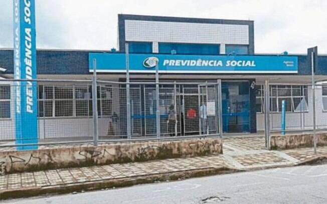 Cobrança foi incluída em medida provisória que autoriza governo a contratar servidores inativos para reduzir a fila de espera do órgão