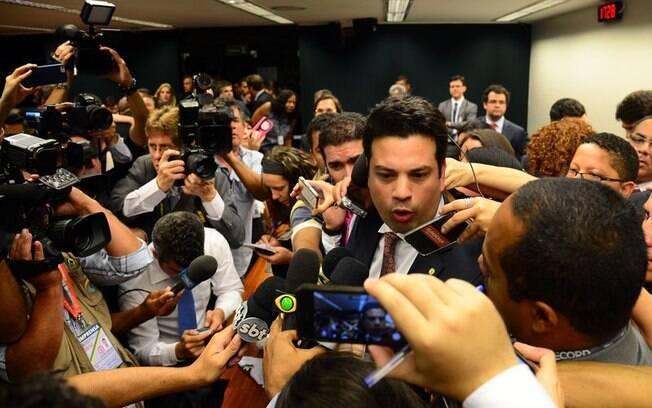 Líder do PMDB na Câmara, Leonardo Picciani, dá entrevista após eleição da bancada