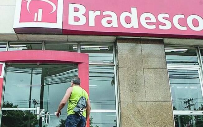 Os bancos ficaram fechados ontem (25) e segunda-feira de carnaval