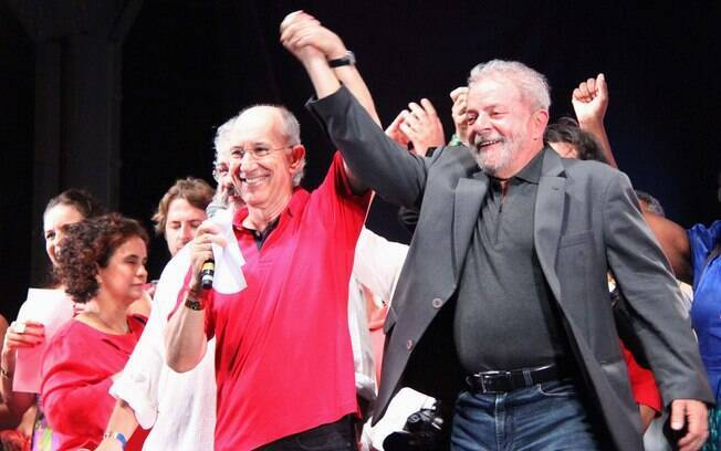 O presidente do PT, Rui Falcão, ao lado de Lula nas comemorações dos 36 anos do partido