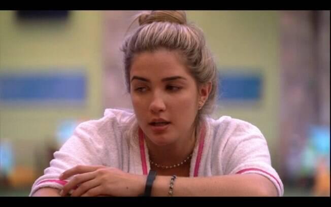 Aline conta para as amigas que já ficou com Luan Santana