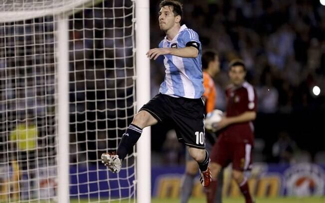 Messi comemora gol da Argentina na vitória  contra a Venezuela